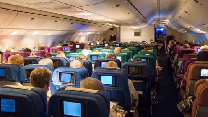 Люди в самолете - турбулентность